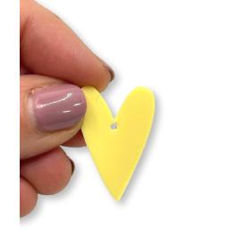 Plexy amarillo pastel - Colgante corazon pico 28x20 mm, int 1.5 mm