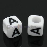 Abalorios cubos blancos letra negras LETRA A  6x6 mm(20 ud )