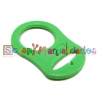 Anilla flexible para chupetero 47x32 mm , color VERDE OPACO