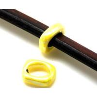 Aro amarillo irisado ceramica 17x14x5 mm ( cuero regaliz)
