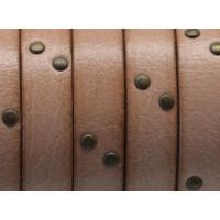 Cuero plano 10 mm natural con tachuelas bronce - 20 cm