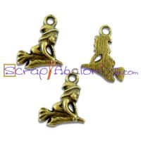 """Colgante charm brujita de oro"""""""" bronce (oro viejo) 20x11 mm"""