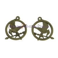 Colgante charm bronce pequeño pajaro sinsajo y flecha  25x25 mm