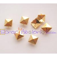 Tachuela piramide cuadrada dorada 8 mm ( 10 uds)