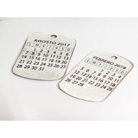 Colgante Zamak baño plata calendario fecha especial 42x26mm(761)