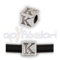 Entrepieza Zamak Baño plata Cubo Letra K 7x7 mm. Taladro 4 mm
