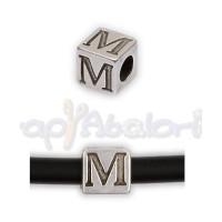 Entrepieza Zamak Baño plata Cubo Letra M 7x7 mm. Taladro 4 mm