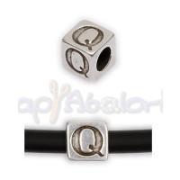Entrepieza Zamak Baño plata Cubo Letra Q 7x7 mm. Taladro 4 mm
