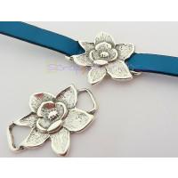 Entrepieza Zamak baño plata flor pasador 31x40 mm. Int 10x3 mm