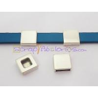 Entrepieza Zamak baño plata cuadrado liso 13 mm .Taladro 10x2 mm