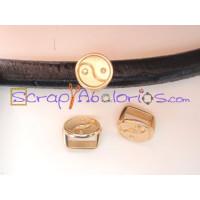 Pasador  ZAMAK  dorado ying yang 14x11 mm para cuero regaliz