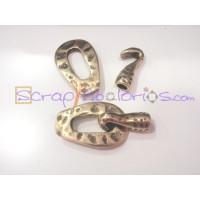 Cierre ZAMAK bronce oval y gancho machacado 54x14 mm