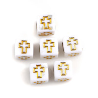 Abalorio cubo blanco cruz comunion  6x6 mm (50 uds)