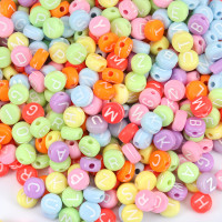 Abalorio redondos abecedario colores PASTEL mix 7 mm (250 uds)