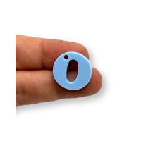 Letra O - Plexy azul pastel - Colgante letra inicial abecedario 18 mm, taladro 1.5 mm