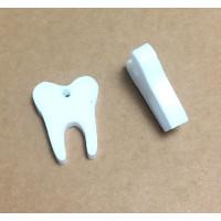 Plexy blanco - Colgante diente dentista 15 mm, int 1.2 mm