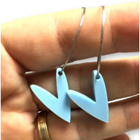 Pendientes aros acero plateado 25mm y corazones azul pastel ( 1 par)