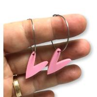 Pendientes aros acero plateado 25mm y corazones rosa pastel ( 1 par)