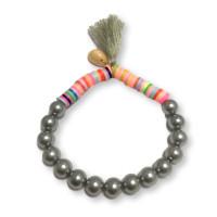 Pulsera abalorios katsuki y perlas de nacar con pompon plateado