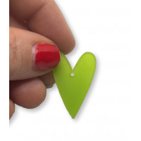 Plexy verde lima - Colgante corazon pico 28x20 mm, int 1.5 mm