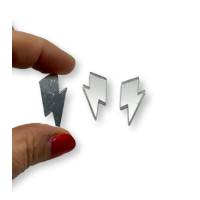 Aplique metacrilato plexy rayo midi 32x13 mm - Plateado espejo - 2 uds