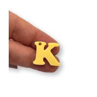 Letra K - Plexy amarillo pastel - Colgante letra inicial abecedario 18 mm, taladro 1.5 mm