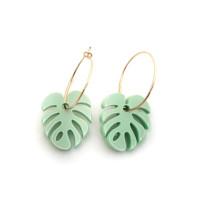 Mosteras verde pastel en aros 20 mm - Pendientes acero color dorado ( 1 par)