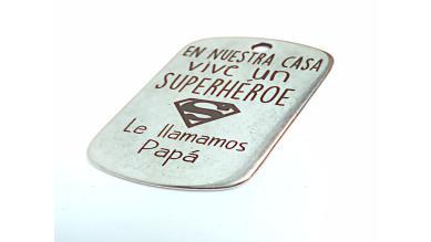 Colgante Zamak baño plata chapa  en nuestra casa vive Superheroe (zc761)