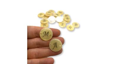 Entrepieza Letra inicial plateada nacar 20 mm, int 1.2 mm ( letras disponibles: A-M-R-S-N-F)