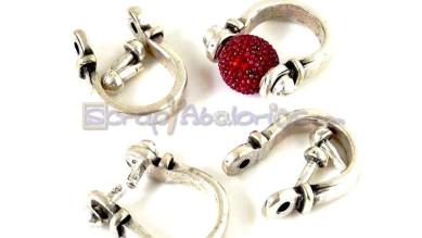 Base anillo ZAMAK baño plata  2 pivotes 30x23 mm. Interior 12 mm