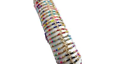 Pulsera de macrame con corazon y tupis de multicolor ( escoger)